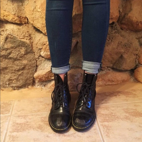 c09b3a4e7f84 Dr. Martens Shoes - Classic Doc Martens Perfectly Worn in Boots SZ 7